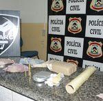 Na operação, além dos presos, foram apreendidos drogas, munições e dinheiro, entre outros materiais