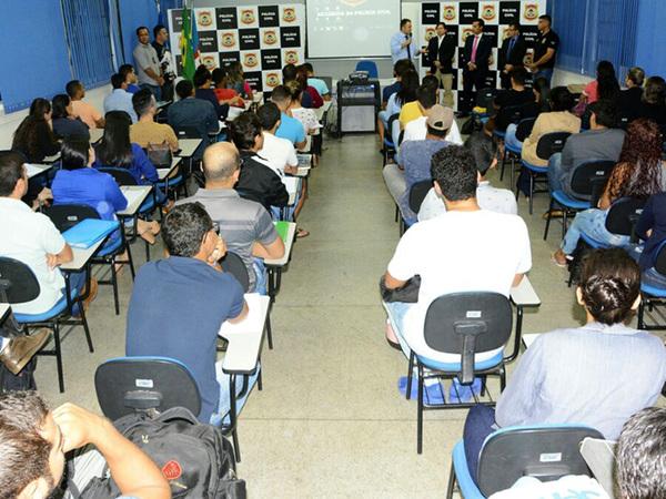 O curso de aperfeiçoamento teve início com uma turma de 70 alunos
