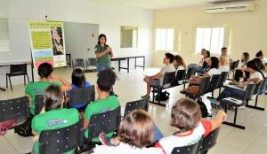 A gestora da Apasl, Camilla Muniz, foi convidada para expor as particularidades do trabalho em Unidades de Conservação