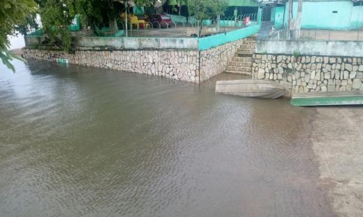 O rio Tocantins registrou aumento do volume de água devido às chuvas dos últimos dias, como o registrado na cidade de Peixe