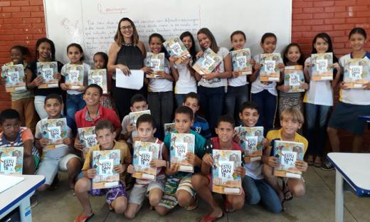 Em Colmeia, os alunos participam de aulas de aulas de reforço para avançarem nos estudos
