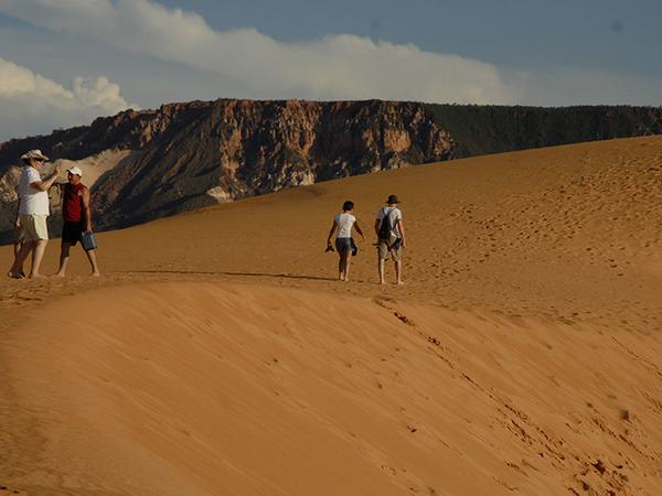 Entre os atrativos mais procurados estão as Dunas, cartão postal do Jalapão, composto por areias finas e alaranjadas que chegam a 40 metros de altura