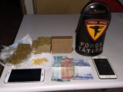Drogas e dinheiro apreendidos pela PM em Araguatins_400.jpg