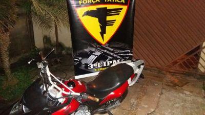 Motocicleta apreendida com o autor do crime em Colinas_400.jpg