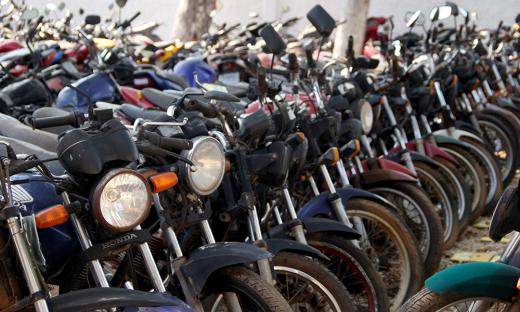Leilão oferece 443 lotes que compreendem motocicletas e carros apreendidos, veículos oficiais e sucatas