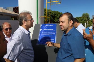 Governador Marcelo Miranda e o presidente Eder Fernandes durante entrega de benfeitorias no saneamento básico de Presidente Kennedy
