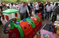 Governador e secretário Glauber de Oliveira conferem itens que compõem a brinquedoteca