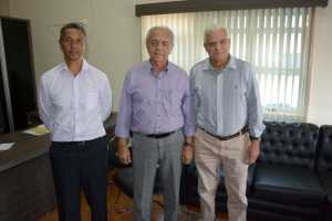 Subsecretário da Seciju, Coronel Ramos, prefeito de Paraíso-TO, Moisés Avelino e superintendente do ProconTO, Nelito V. Cavalcante e ..jpeg