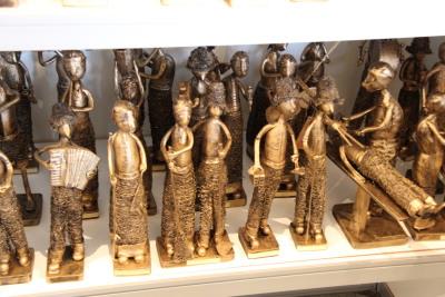 Os artesãos selecionados poderão divulgar e comercializar seus produtos artesanais em um espaço coletivo de 50 m²
