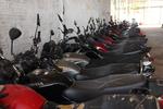 Ao todo são 443 lotes que são compostos por motocicletas e veículos apreendidos, oficiais e sucatas