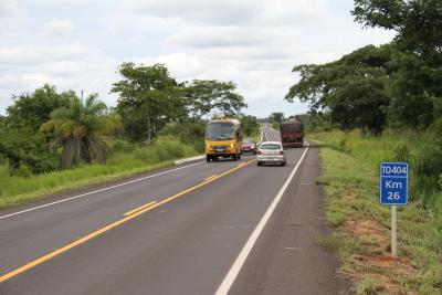 Trecho com pavimento reconstruído na TO-404 de Augustinópolis para Araguatins