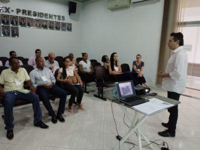 O diretor Adão Maia abre a oficina em Paranã: Participação da população é fundamental no processo