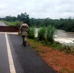 O rompimento de trecho da TO-080 entre Marianópolis e Divinópolis, na região oeste do Estado, aconteceu por causa de um grande volume de água das fortes chuvas que caíram na região na manhã desta quinta-feira, 8