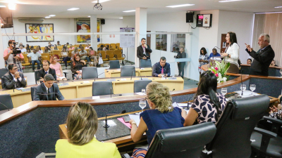 Secretária Patrícia do Amaral em sessão solene na Câmara Municipal de Palmas;