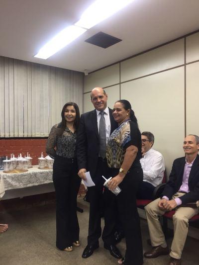 PGE Sérgio do Vale entrega copos personalizados como lembrança