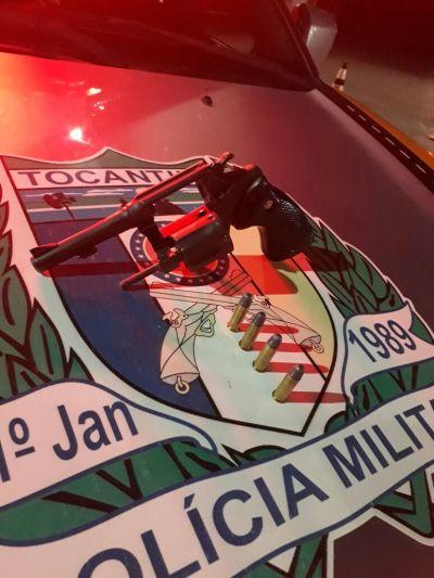 Arma e munições apreendidas pela PM em Rodovia.