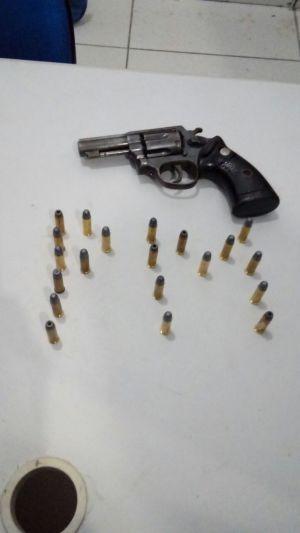Arma de fogo e munições apreedidas pela PM na residência usada pela quadrilha em Porto Nacional_300.jpg
