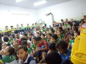 Os alunos também ouviram sobre, Saúde alimentar,  com a farmacêutica Mariana Lêda Barros.jpeg