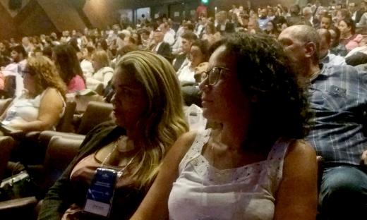 Segundo a diretora Kátia Macêdo (à esquerda), a participação nesse evento contribui para a atualização sobre novas formas, humanização e simplificação do atendimento