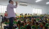 Alunos da escola Municipal Vila Nova acompanham a palestra sobre carteiras estudantis
