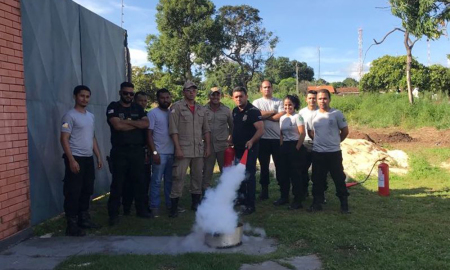 Agentes da Cadeia Pública de Araguatins no curso de combate a incêndio e de primeiros socorros