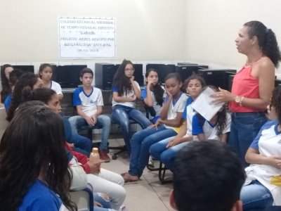 """No Colégio Ernesto Barros, as atividades fazem parte do projeto Aedes aegypti por aqui não """"Zoa"""" este mal"""