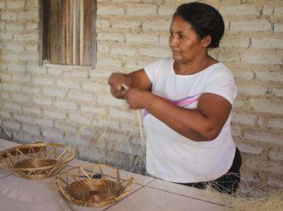 A produção de artesanato em capim dourado é a principal marca da comunidade quilombola Mumbuca