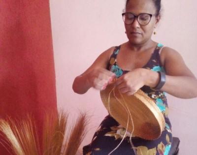 Artesã Durvalina: É um privilégio poder celebrar a data comemorativa porque é do capim dourado que tiro o sustento da minha família