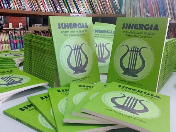 A edição e impressão do livro Sinergia foram realizadas com recursos do Programa Ensino Médio Inovador (Proemi)