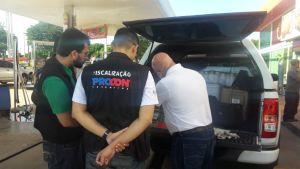 Fiscais do Procon-TO e ANP duante fiscalização em postos de gasolina na capital 4.jpeg