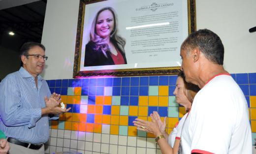 O nome da Escola é uma homenagem a ex-reitora da Fundação Universidade do Tocantins (Untins), falecida no ano passado, Elizângela Glória Cardoso