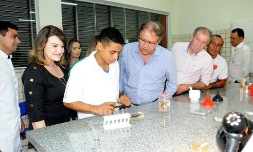 O governador Marcelo Miranda visitou todas as dependências da Escola e conheceu os trabalhos desenvolvidos pelos alunos