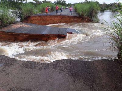 Rompimento da TO-335 entre Colinas e Palmeirante na região Norte do Estado