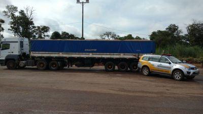 Caminhão com semirreboque adulterado apreendido pela PM.jpeg