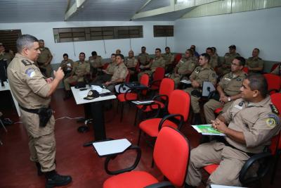 Comandante do CPC durante apreentação.JPG