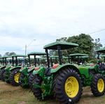 Os 94 tratores que serão entregues são frutos dos primeiros investimentos do repasse de R$ 14.625 milhões, do Ministério da Agricultura, para aquisição de máquinas e equipamentos agrícolas para o programa Terra Forte