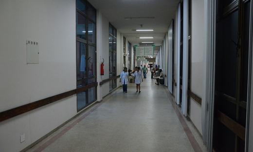 """""""Eram 147 pacientes no corredor e 129 na tenda. Hoje, não existe mais tenda e nem pacientes nos corredores"""", explica o secretário"""