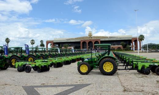 A agricultura familiar de 88 municípios tocantinenses será beneficiada com a entrega de 94 novos tratores