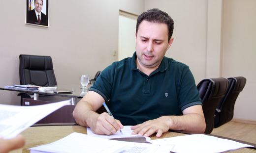 Assinatura de contrato com a Cervejaria Serra do Carmo, empresário Eduardo Henrique