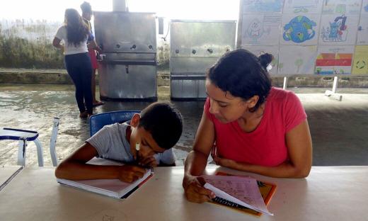 """Escola de Esperantina desenvolve o projeto """"Adote um aluno"""""""