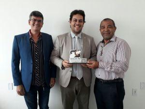 Da esquerda para a direita Ademar Andrade (vice-presidente Sescop), Colemar Câmara (presidente Jucetins) e Gildivan Marques (Sescop).jpeg