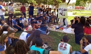 Os alunos de Araguatins comemoraram o Dia Mundial do Livro declamando poemas às margens do Rio Araguaia