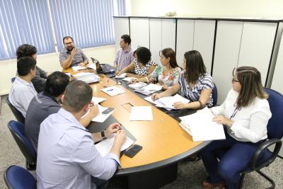 Tecnicos se reunem para apresentar à empresa ganhadora da licitação as particularidades de execução de obras em área indígena. Thiago Sá.JPG