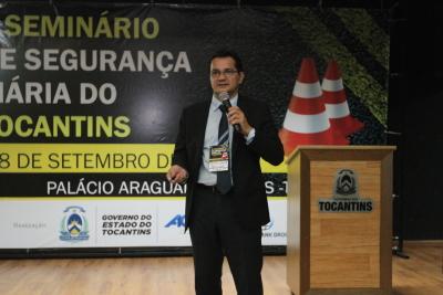Especialista da Escola Politécnica da USP, professor dr. Pedro A. de Oliveira, no evento, falou sobre conservação de estruturas de ponte.