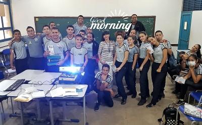Equipe do Procon de Palmas orientando alunos do ensino médio do Colégio Militar.jpeg