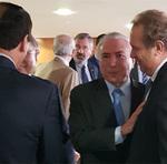 Governador Mauro Carlesse se encontrou também com o presidente Michel Temer, que o parabenizou pela reeleição