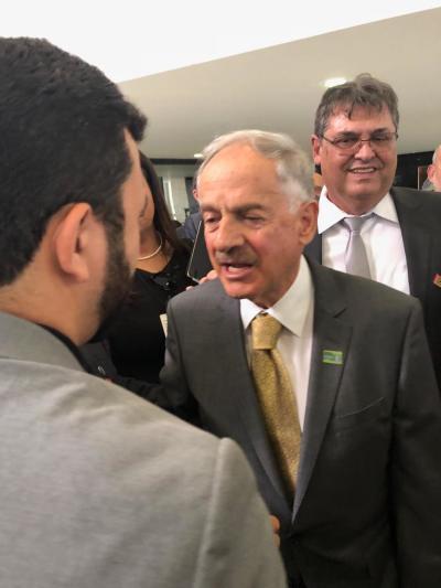 cumprimento do presidente da Embrapa ao secretario da Seagro- foto Thiago Dourado_400.jpg