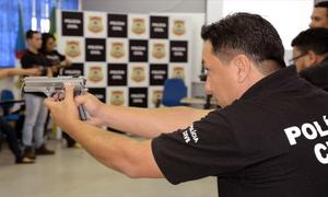 Armamento e tiro são temáticas ministradas por membros do GOTE durante aula inaugural da Academia Itinerante