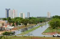 O aviso meteorológico alerta para fenômenos como tempestade de raios, granizo, chuvas intensas, vendaval e acumulado de chuvas para toda esta quarta-feira, 17