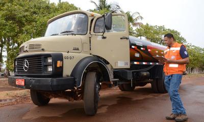 A ATS, a Defesa Civil e a Vigilância Sanitária iniciaram a vistoria para verificar a documentação e as condições de higiene dos caminhões-pipa